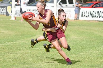 Sarah Edwards Tackled By Kellsey Hinge Crop Dsc 842920190324  TBW Newsgroup