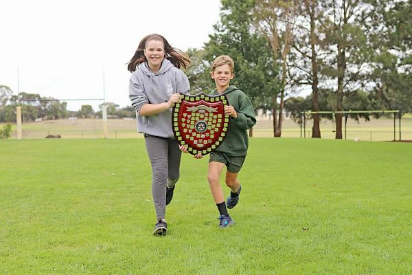 Mil Lel Primary School School Captains With Shield TBW Newsgroup