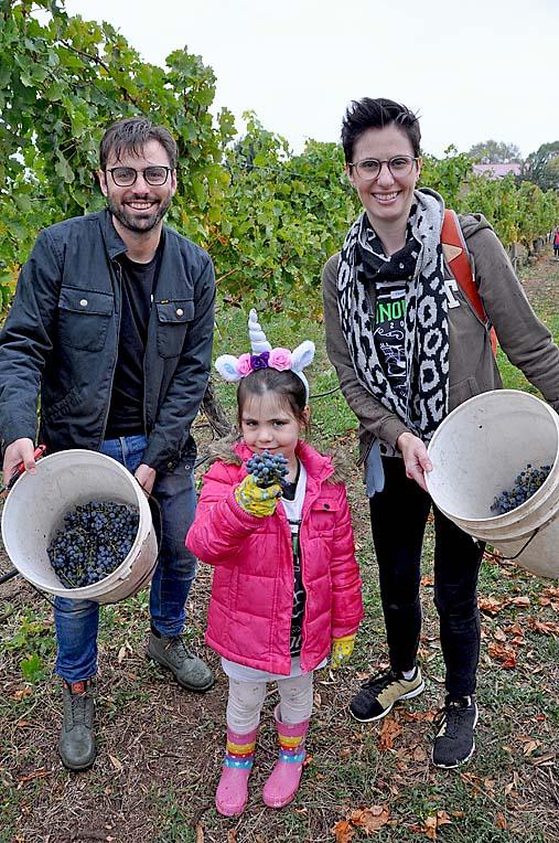 Vinomofos Eddy Schweitzer With Krista Diez Simson And Her Child Evie May  TBW Newsgroup