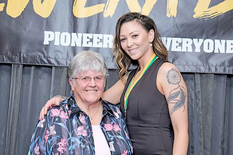 Beth Serle, Amanda Frost Dscf4053  TBW Newsgroup