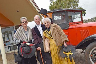 Sue Correll, Lindsay Hart And Jan Armit (3)  TBW Newsgroup