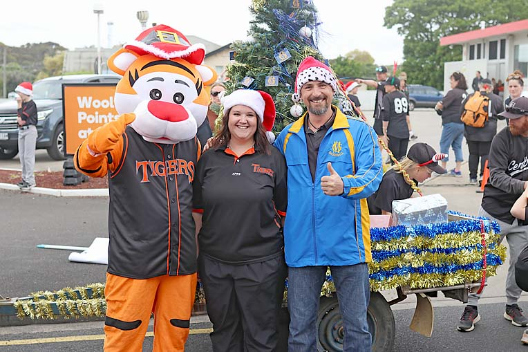 3 Tiger Mascot, Kristy Drage, Ben Green  TBW Newsgroup