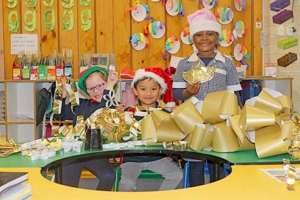Christmas Parade Preperation Mulga Street Primary School Ayla, Joey And Agape TBW Newsgroup