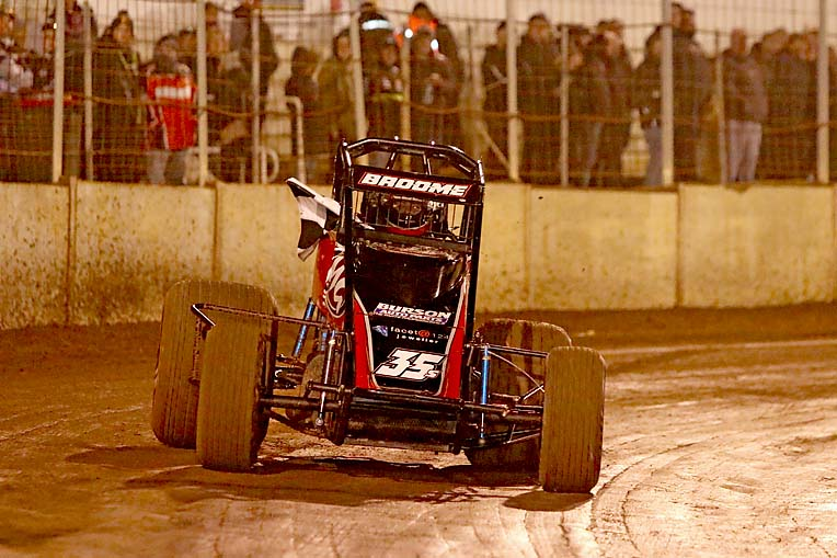 Mount Gambier driver wins invitational wingless sprint feature - TBW News Group - The Border Watch