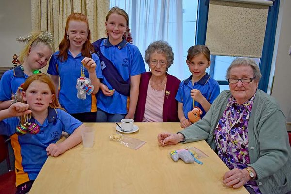 Ally Reilly Isabella Lindner Caity Reilly Aleesha Renshaw And Emily Lowndes Together With Boneham Aged Care Services Residents Roselea Matheson And Betty Hale   TBW Newsgroup