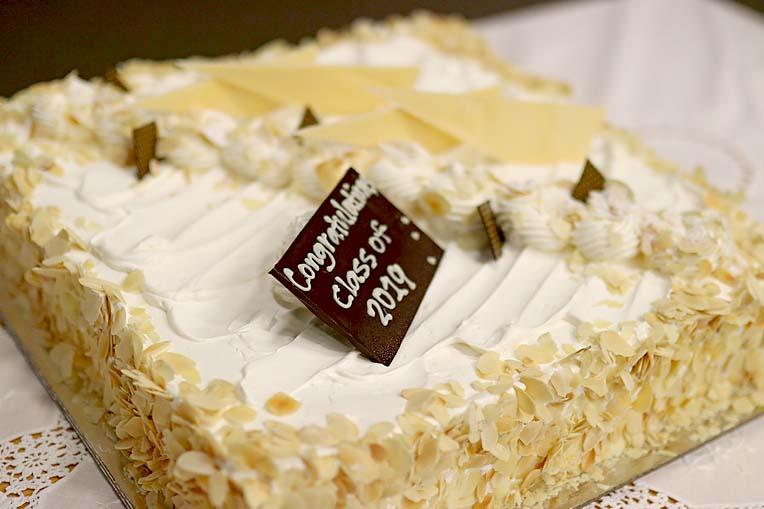 Icl Graduation Cake  TBW Newsgroup