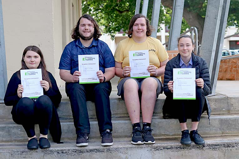 Ilc Hayley Hawkley, Anthony Lipscombe, Braedon Lipscombe And Amy Nitsche  TBW Newsgroup