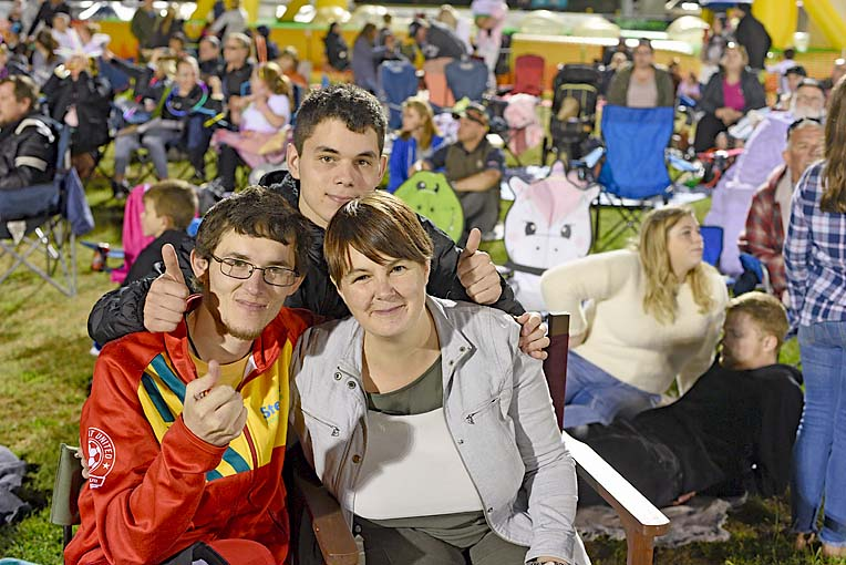 Eilijah, Shaun And Sara  TBW Newsgroup