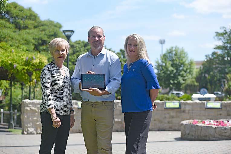 Lynette Martin, Mark Bolton, Barbara Cernovskis  TBW Newsgroup