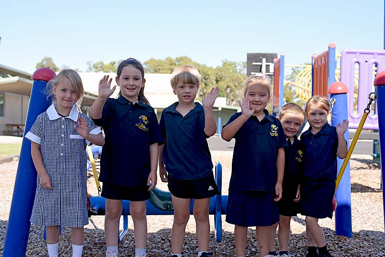 Sophie, Charlotte, Michael, Larah, Ryan And Annabella (2)  TBW Newsgroup