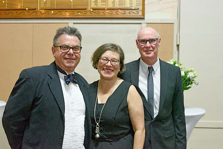 Peter Bissell, Louise Dickens An Bruce Gregory  TBW Newsgroup