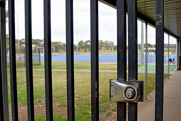 Locked Gate Dsc 2449 TBW Newsgroup