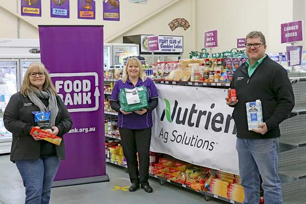 Erica, Lynne And Steven Fulton Foodbank Donation TBW Newsgroup