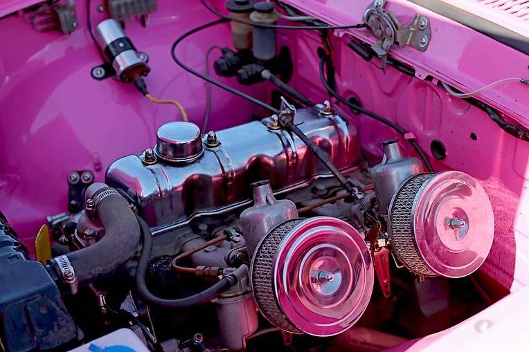 Pink Toyota Corona Dave Rawnsley (16)  TBW Newsgroup