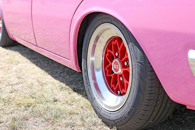 Pink Toyota Corona Dave Rawnsley (5)  TBW Newsgroup