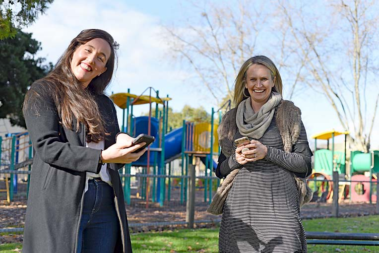 Simone Kaine And Nicole Reschke (6)  TBW Newsgroup