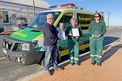 Richard Sage, Sheryl Teigesser And Zoe Plug Port Macdonnell Ambulance Img 2286  TBW Newsgroup
